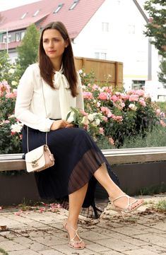 Very Lovely Skirts, Skirtsuits, and Dresses Furla Metropolis, Heutiges Outfit, Dress Skirt, Midi Skirt, Pink Pleated Skirt, Evening Skirts, Female Pictures, Classic Skirts, Bow Blouse