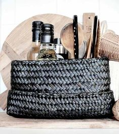 Basket in your kitchen. Such a Nice idea! Earthy Kitchen, Rustic Kitchen, Kitchen Dining, Kitchen Decor, Kitchen Rules, Kitchen Items, Kitchen Utensils, Kitchen Goods, Kitchen Things