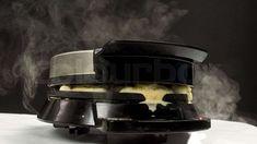 Dampfendes Waffeleisen | Bild: colourbox.com Kitchen Aid Mixer, Kitchen Appliances, Pizza Snacks, Bbq, Cooking, Desserts, Waffle Iron Recipes, Finger Food Recipes, Quick Snacks