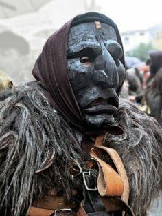 Le maschere antiche della Barbagia si fondono con l'arte - Cronaca - La Nuova Sardegna