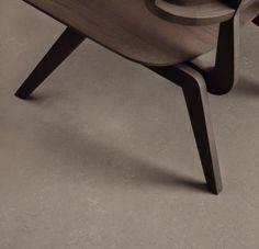 De naturlige og vedvarende råstoffer gør Marmoleum linoleumsgulv til det mest holdbare elastiske gulv på markedet. Det er PVC-fri og indeholder ingen blødgørere eller mineralolier. Bleached Wood, Luxury Vinyl Flooring, Linoleum Flooring, Grey Oak, Home Remodeling, Concrete, Modern Design, Clay, Inspiration