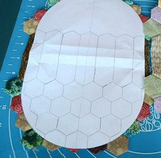How to Sew Photo Sewing Tutorial. Coin Purse Tutorial, Zipper Pouch Tutorial, Tote Tutorial, Tutorial Sewing, Hexagon Patchwork, Hexagon Quilt, Patchwork Bags, Sewing Projects For Beginners, Sewing Tutorials