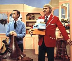 """Aired October 3 until December 1984 American children's entertainers Fred Rogers (Mr. Rogers) - and Bob Keeshan (Captain Kangaroo) - together on an episode of Keeshan's """"Captain Kangaroo,"""" circa 1970s Tv Shows, Old Tv Shows, Kids Shows, Bob Keeshan, Captain Kangaroo, Fred Rogers, American Children, Thanks For The Memories, Kids Tv"""