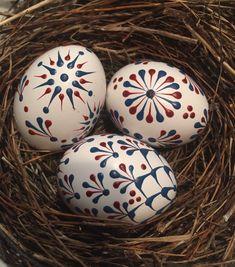 Easter Egg Designs, About Easter, Mandala Dots, Stone Crafts, Egg Decorating, Egg Shells, Easter Crafts, Easter Eggs, Christmas Ornaments