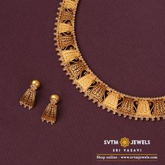 Be the star of the day with this yellow gold short necklace and matching earrings Studded with Mozonite Stones. Gold Necklace Simple, Gold Jewelry Simple, Short Necklace, Statement Necklace Gold, Necklace Set, Gold Choker, Gold Earrings Designs, Gold Jewellery Design, Necklace Designs