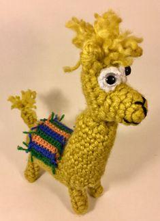 Voici ce que je viens d'ajouter dans ma boutique #etsy: Mignon l'alpaga Boutique Etsy, Ajouter, Voici, Dinosaur Stuffed Animal, Christmas Ornaments, Toys, Holiday Decor, Lady, Animals