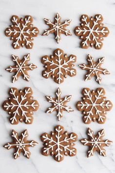 Gingerbread Snowflake Cookies - ALWAYS EAT DESSERT These are truly the BEST gingerbread cookies! This recipe makes soft and chewy gingerbread cookies full of festive holiday flavor. My simple icing recipe makes it easy to decorate these Easy Gingerbread Cookies, Gingerbread Decorations, Christmas Gingerbread, Noel Christmas, Christmas Treats, Christmas Baking, Decorating Gingerbread Men, Gingerbread Recipes, Italian Christmas