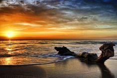 Playa de los Escullos en Cabo de Gata, Nijar, Almería, Andalucía, Spain Spain Holidays, Andalusia, Seville, Spain Travel, Granada, Best Hotels, Trip Planning, Places To Visit, Sunset
