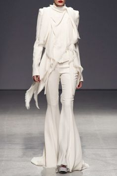Model Erjona Ala  (ELITE) for Gareth Pugh at Paris Fashion Week Spring 2013. Source: ImaxTree. #White #Layers #Fashion