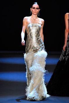 See the complete Naeem Khan Fall 2011 Ready-to-Wear collection.
