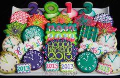 New Year's Eve cookies Fancy Cookies, Cute Cookies, Holiday Cookies, Cupcake Cookies, Iced Sugar Cookies, Royal Icing Cookies, Cookie Icing, Biscuit Decoration, New Years Eve Dessert