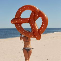 These giant inflatable lilos are a hot trend. This pretzel is big enough for 2 people to share while laying in the pool floating about. Giant Pool Floats, Cool Pool Floats, Inflatable Float, Giant Inflatable, Summer Of Love, Summer Fun, Pink Summer, Summer Nights, Pool Floats