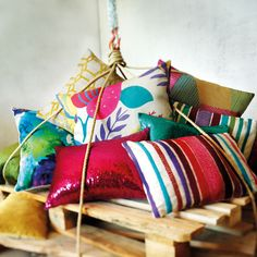 Colored cushions / Cojines de colores