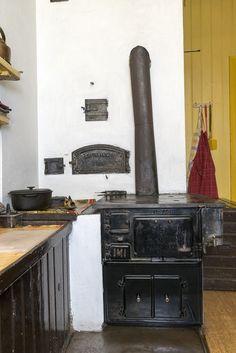 Fotograf AvS_MG_0028 Swedish Kitchen, Old Kitchen, Kitchen Stories, Stars At Night, Slow Living, Scandinavian Design, Kitchens, Yellow, Heart