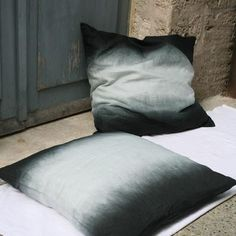 Tie-dyed pillow, black and white
