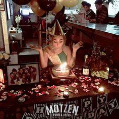 Moment : @angelparker29 birthdays party! . Motzen food & drink Jl. Gatot Subroto No. 69 Bandung . #motzenbdg #party #clubbing #bdgpartyclub #dj #diskjokey #femal #fdj #free #beer #indonesianclubbers #indoclubbing #bandung #bandungjuara #bdgevents #explorebandung #party #pioneer #party #event #house #trap #twerk #breaks #bdgtonight #pioneer #bar #club #cdj #cdj900 #mixingslime #song #jungle