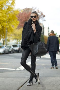 black // fashion // model // street // all black // outfit // female // girl Looks Style, Style Me, Black Style, Style Blog, Look Fashion, Street Fashion, Fall Fashion, Fashion Rocks, Fashion Black