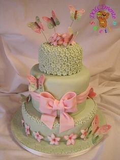 Mint green cake with flowers & butterflies Girly Cakes, Fancy Cakes, Cute Cakes, Pretty Cakes, Gorgeous Cakes, Amazing Cakes, Fondant Cakes, Cupcake Cakes, 16 Cake
