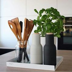 23 Ideas wedding reception centerpieces for round tables place settings - fetphat. Black Kitchen Decor, Home Decor Kitchen, Kitchen Interior, Black Kitchens, Home Kitchens, Kitchen Dinning Room, Cocinas Kitchen, Minimal Kitchen, Home And Deco