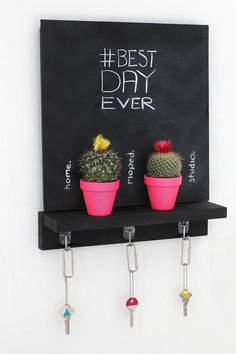 """DIY your own cute chalkboard key holder so you'll no longer have to ask """"where are my keys"""" every morning. Diy Tableau Noir, Baby Dekor, I Spy Diy, Decoration Entree, Diy Simple, Decoration Originale, Cactus Decor, Diy Chalkboard, Diy Décoration"""