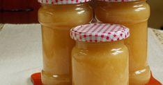 Mennyei Almalekvár recept! Nyári vajalmából készült. Ha őszi vagy téli almából készítjük, a feldarabolt almára rászórjuk a cukrot, pár órát hagyjuk, hogy levet eresszen és időnként belekavarunk. A nyári almánál én kihagyom ezt a műveletet, az a kevéske víz elég, hogy megpuhuljon. Ha nagyon savanyú almából készítjük, ízlés szerint még adhatunk hozzá cukrot. Hot Sauce Bottles, Preserves, Pickles, Mason Jars, Paleo, Lime, Food And Drink, Cooking Recipes, Sweets