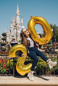 Cute Birthday Pictures, Birthday Photos, Model Poses Photography, Best Photo Poses, Girl Photo Poses, Birthday Party Photography, Happy Birthday Signs, Cute Poses, Photo Instagram