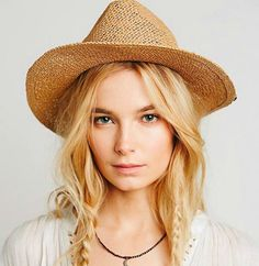 Country-Inspired Hairstyle with Tiny Braids | New Fall Hairstyles You Need To Try This Season