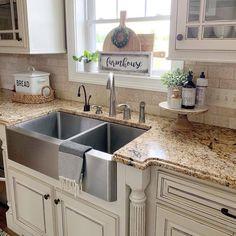 Kitchen Dinning, Farmhouse Kitchen Decor, Kitchen Redo, Country Kitchen, New Kitchen, Kitchen Remodel, Kitchen Design, Kitchen Ideas, Kitchen Cabinets