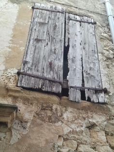 Vieux volets à Pernes-les-Fontaines