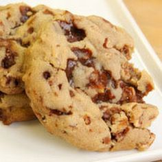 Toffee Pecan Drop Cookies -- I will definitely make these! and use the whole bag of toffee chips -- Delicious! Drop Cookie Recipes, Cookie Desserts, Just Desserts, Dessert Recipes, Candy Recipes, Drop Cookies, No Bake Cookies, Toffee Cookies, Baking Cookies