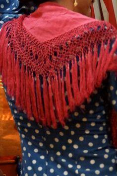 Movimiento del #fleco al bailar por #sevillanas. Antiguo mantoncillo rosa.