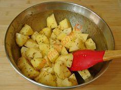 Tavada Baharatlı Patates Kızartması Tarifi Yapılış Aşaması 6/12 Potato Salad, Potatoes, Vegetables, Ethnic Recipes, Food, Turkish Recipes, Potato, Essen, Vegetable Recipes