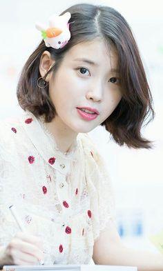 Iu Short Hair, Short Hair Styles, Iu Fashion, Korean Fashion, Korean Girl, Asian Girl, Korean Makeup Look, Korean Actresses, Queen
