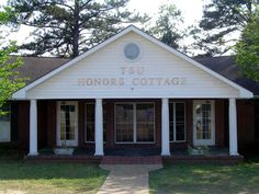 Troy University's Honors Cottage - provides housing to both male and female students in the Honors Program