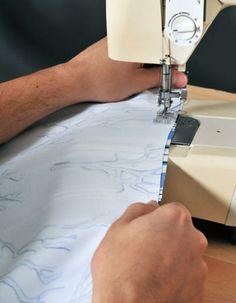 (Foto: casa.abril.com.br) Diy Room Divider, Planter Boxes, Home Appliances, Iron, Sewing, Sanding Wood, Wood Scraps, Room Divider Walls, Dressmaking