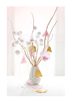 A pretty alternative Christmas tree arrangement.lovely colours for summer Noel Christmas, Pink Christmas, Christmas Colors, Winter Christmas, Christmas Crafts, Christmas Decorations, Xmas, Holiday Decor, Scandinavian Christmas