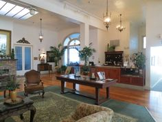 Historic Jacaranda Hotel in Avon Park. http://www.floridarambler.com/florida-lodging-cabins-bb/historic-jacaranda-hotel-avon-park/