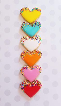 60 Heart Shaped Valentine's Day Cookies that'll get you to go Ooh LaLa - Hike n Dip - Kübra Aslanboga - Cookies Cupcake, Valentine's Day Sugar Cookies, Heart Cookies, Fancy Cookies, Cookie Icing, Iced Cookies, Cute Cookies, Royal Icing Cookies, Cookies Et Biscuits