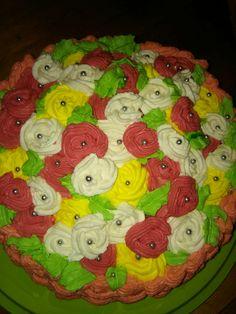 Tort kosz z kwiatami