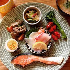 Instagram media by y__maki - ☺︎☺︎☺︎ お返事前にすんません 晩ごはんをワンプレートに してみました♡ お刺身を祖母に頂き豪華な…