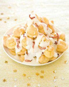 Il profiterole alla fonduta e pancetta croccante di Daniele Persegani è una ricetta di Natale davvero d'effetto, che renderà il vostro pranzo indimenticabile. http://www.alice.tv/ricette-cucina/ricette-natale/ricetta-profiterole-fonduta-pancetta