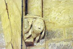 JAVARZAY Saint Chartier - Art roman modillons chapiteaux et peintures Art Roman, Saint, Lion Sculpture, Statue, Wall Murals, Big Top, Stone, Sculptures, Sculpture