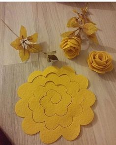 diy paper flowers by wendy Paper Flowers Diy, Handmade Flowers, Felt Flowers, Flower Crafts, Diy Paper, Paper Crafting, Fabric Flowers, Felt Roses, Flower Diy
