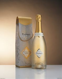 Pierrel Design Packaging, Bottle Packaging, Peach Drinks, St Patricks Day Drinks, Wine Logo, Whiskey Cocktails, Wine Design, Wine Labels, Sparkling Wine
