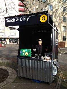 There are tons of food carts here. Small Coffee Shop, Coffee To Go, Coffee Shop Design, Kiosk Design, Cafe Design, Booth Design, Food Stall Design, Food Cart Design, Coffee Carts