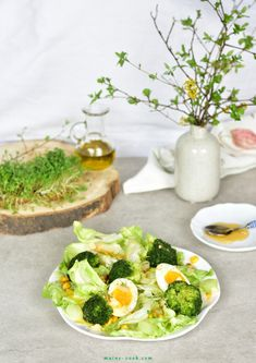Broccoli egg salad with corn and honey mustard dressing. Sprinkled with crunchy toasted flaked almonds and peppery garden cress. Honey Mustard Dressing, Best Salad Recipes, Corn Salads, Egg Salad, Chicken Salad, Palak Paneer, Fresh Rolls, Avocado Toast, Broccoli