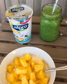 Very late Breakfast: Coconut Pineapple Soya Yoghurt with fresh Pineapple & green Smoothie (Pineapple, Spinach and Banana) School Breakfast, Banana Breakfast, The Breakfast Club, Vegan Breakfast, Breakfast Ideas, Soul Food, Healthy Foods, Spinach, Smoothie