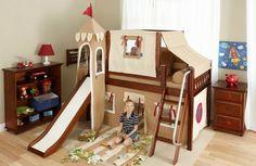 lit palais avec toboggan en beige et meubles de rangement en bois sombre dans la chambre de petit garçon