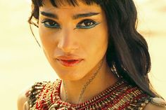 Sofia Boutella as Ahmanet in The Mummy. she's way prettier as the mummy I think🤔 Mummy Makeup, Egypt Makeup, Bandana Hairstyles For Long Hair, Cleopatra Makeup, Mummy Movie, Movie Makeup, Egyptian Costume, Arabian Beauty, Aesthetic People