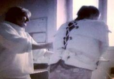 https://flic.kr/p/V3sGbp   Woman in psychiatry in a  Straitjacket Restraint,Frau in einer Psychiatrie Zwangsjacke Fixiert,Krankenschwester,Akutpsychiatrie   Bild aus einem Film im Psychiatriemuseum,Hospitals Restraint